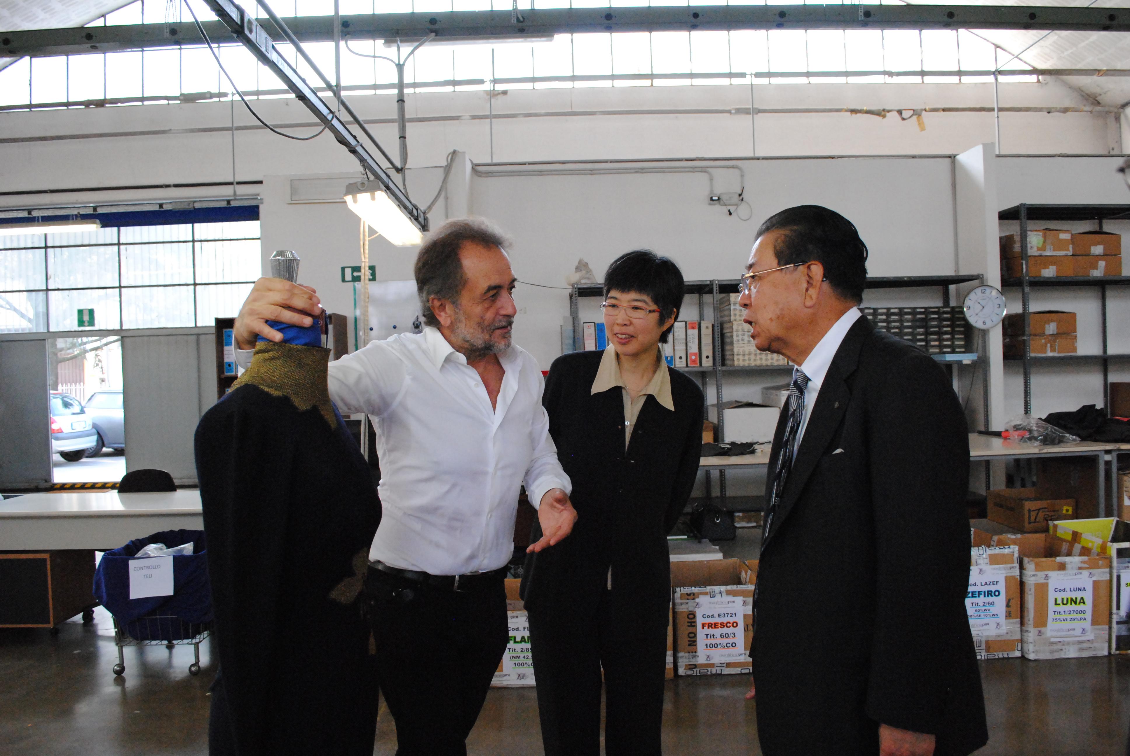 Masahiro Shima in visita al Maglificio Pini